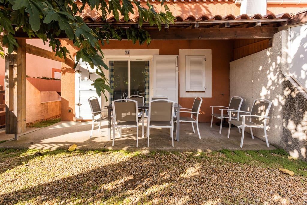 petite villa avec jardinet au cap d 39 agde villas louer agde languedoc roussillon midi. Black Bedroom Furniture Sets. Home Design Ideas