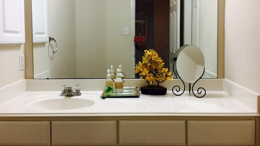 Nice, Clean & Beautiful Room (The Woodlands) - Conroe - Maison