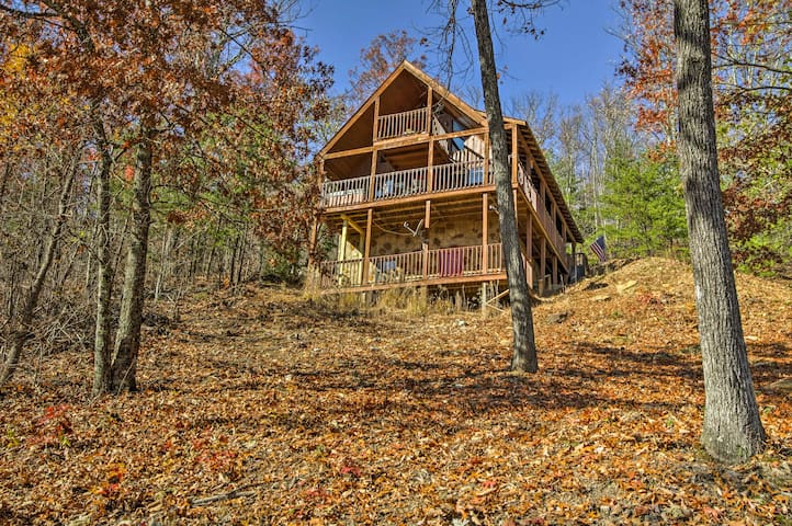 Enjoy unbeatable views, ample privacy and convenient access to area attractions.