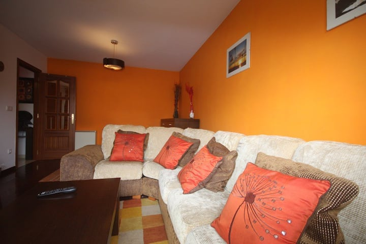 2-bed apartment 5 mins from beach