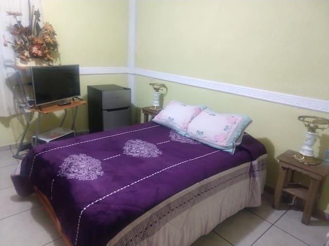 Bonita,amplia y cómoda habitación privada