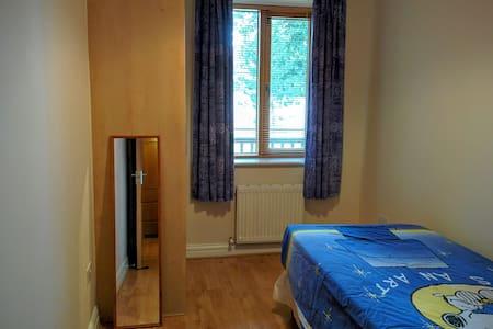 Single room with private bathroom - Dublino - Appartamento