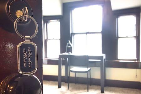 ^10min walk-Harvard, Suite-like/private entry/3fl