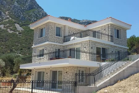 Saip Köyünde Manzaralı Odalar - Karaburun - 家庭式旅館