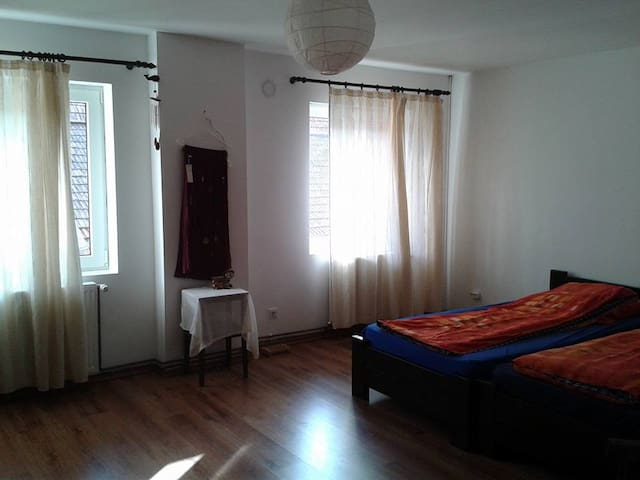 Bright Double Room - Râșnov - House