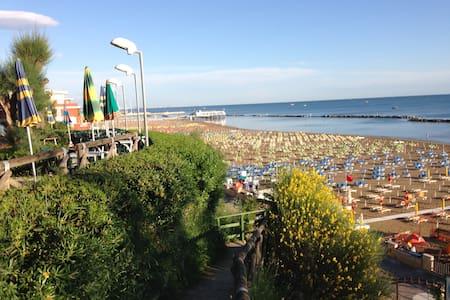 Appartamento trilocale  50mt dal mare - Gabicce Mare - Leilighet