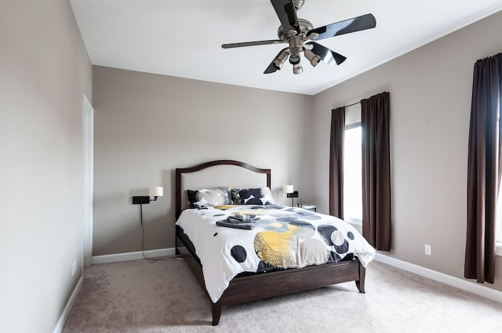 Master Bedroom, H2 - St. Louis - House