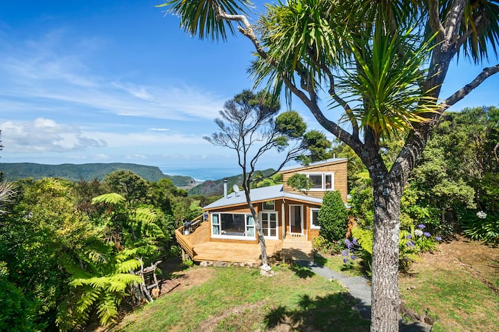 Piha - City Escape, Piha Holiday Home