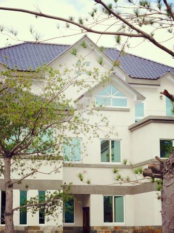 white pine villa