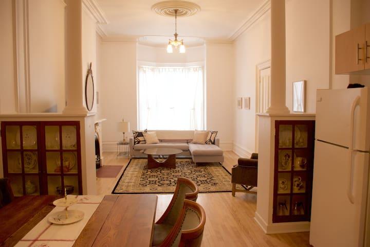 1 bedroom Victorian flat on historic Orange St.