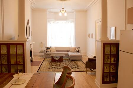 1 bedroom Victorian flat on historic Orange St.