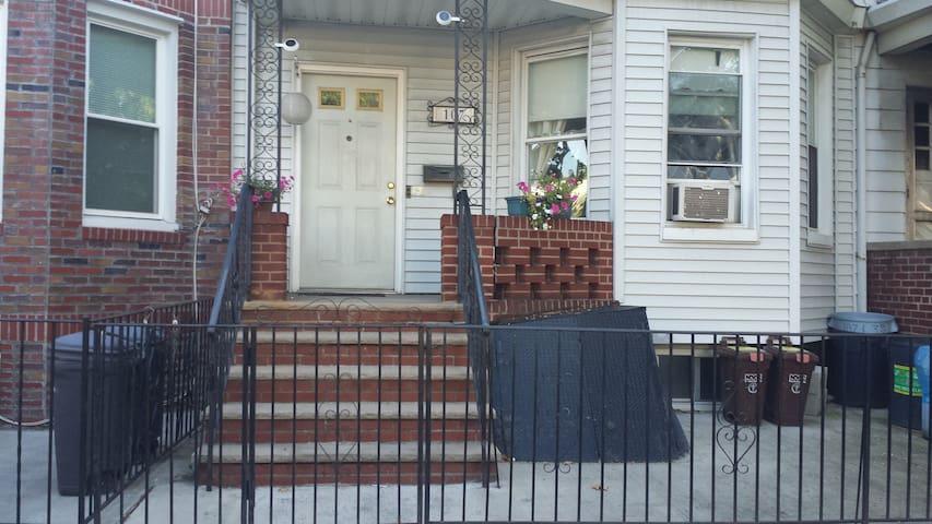 Two-room suite, w/ kitchenette. - Brooklyn - Casa