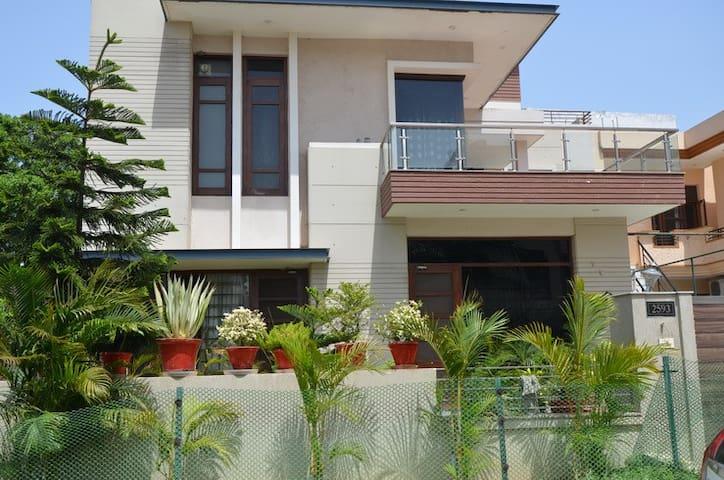 Modern House near Mohali Airport - Sahibzada Ajit Singh Nagar - Dom