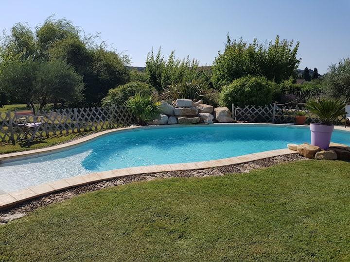 Studio sympa 2à4 personnes clim/ piscine/ Jacuzzi