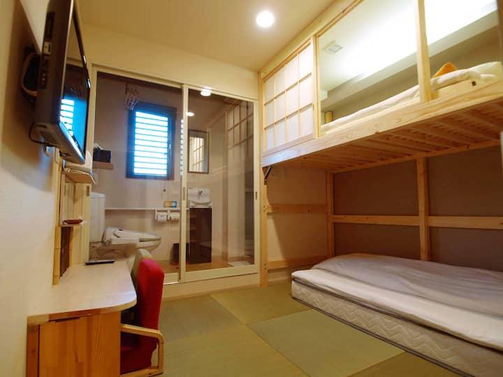 専用シャワー・トイレ完備 二段ベッドツイン(禁煙)JR奈良駅徒歩4分 6歳未満のお子様添い寝OK!