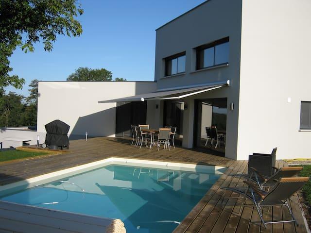 Chambre double dans villa neuve piscine au calme - Montcey - Willa