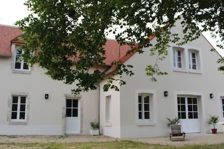 Grande maison de charme restaurée (tennis privé)
