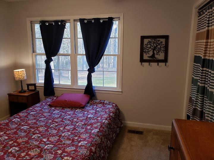 Quiet room in sub-suburbs of ATL(Sharpsburg)