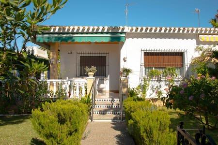 Casa con terraza y jardín en Dehesa de Campoamor