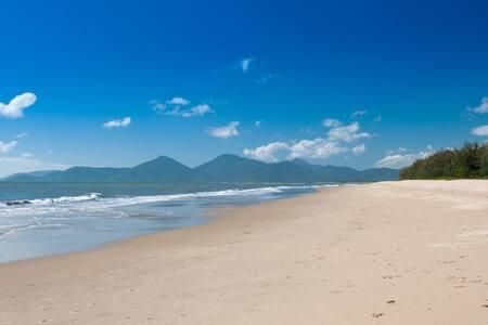 Hipsters Paradise - Beachfront Ocean Views - Yorkeys Knob - Huoneisto