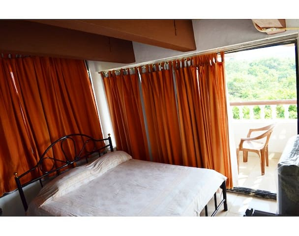 Scenic Terrace View 1 BR with pool @ Bogmalo - South Goa - Appartement