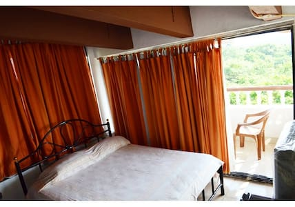 Scenic Terrace View 1 BR with pool @ Bogmalo - South Goa - Wohnung