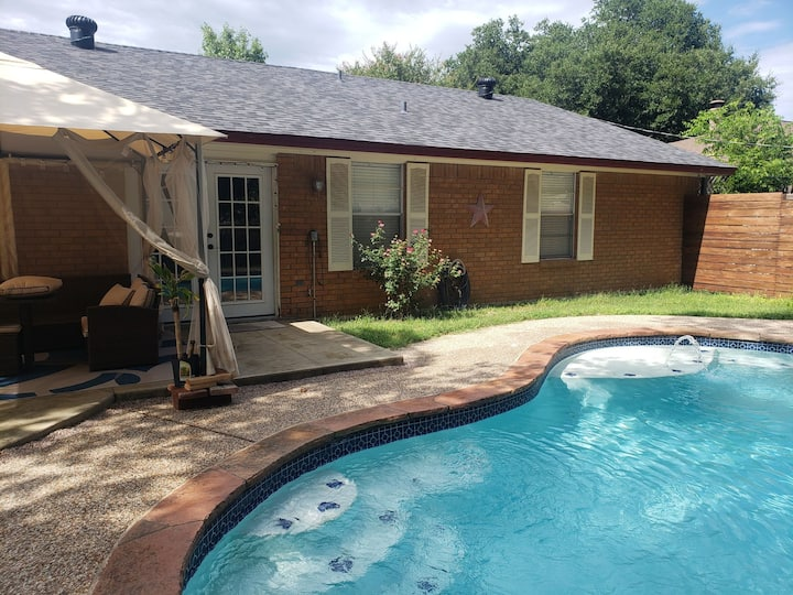 Homey Retreat Room2 (15 mins from Downtown Dallas)