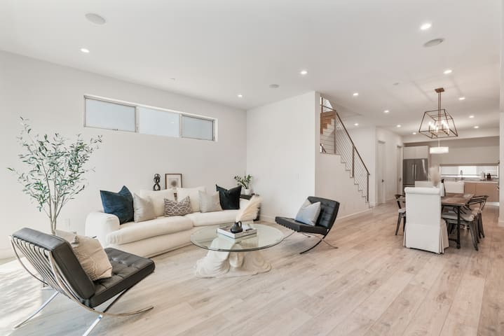 Level 2 - gorgeous open plan living room, dining room and kitchen