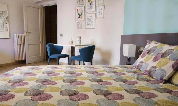 Spacious Room with en suite Bathroom and Breakfast