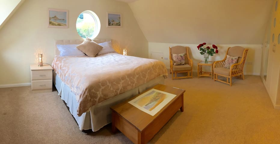 St Brelade's Bay, spacious double room - Casa
