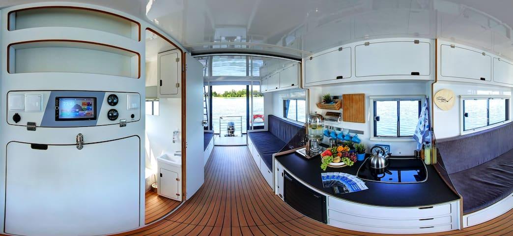 Houseboat Poland- pływający domek
