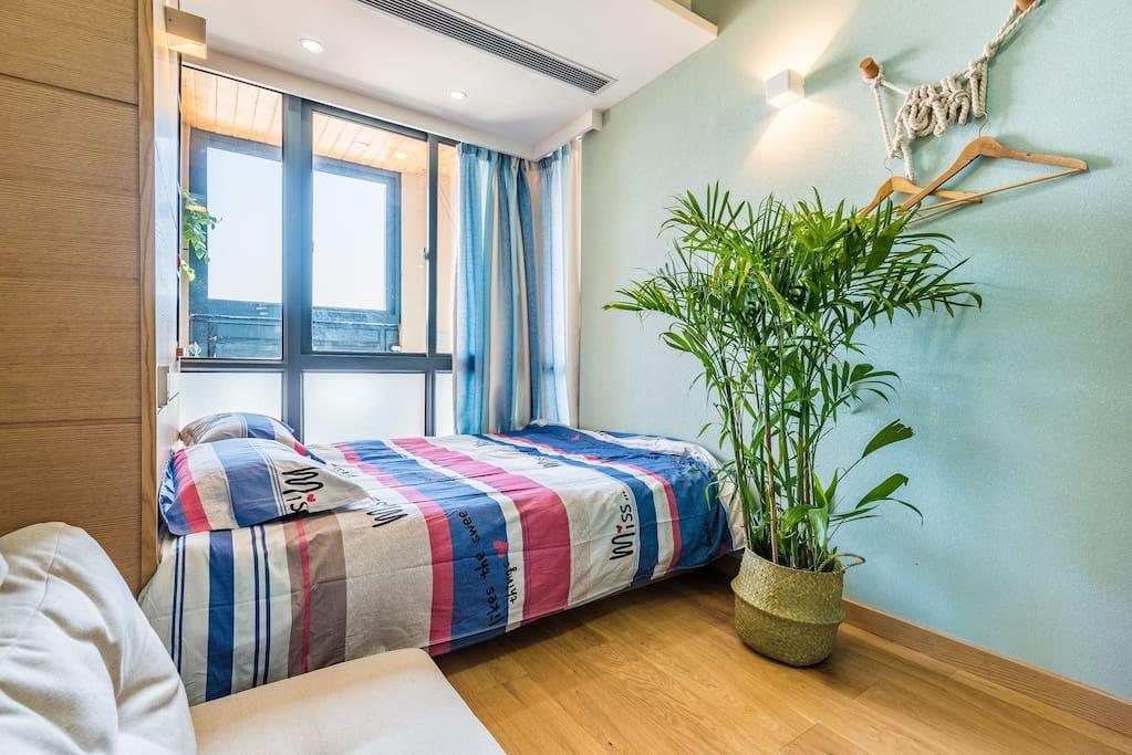 卧室2:一米五双人床,泰国乳胶垫睡着超舒服。