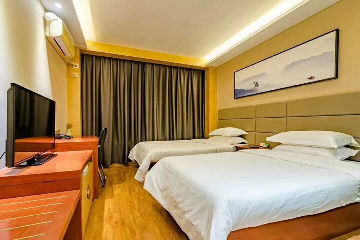 泰山脚下、泰山火车站、汽车站唯德泰山印象酒店高级双人间