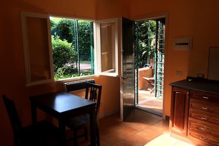 Orange-Cottage with garden-Appia Antica Park - Roma - Cabaña