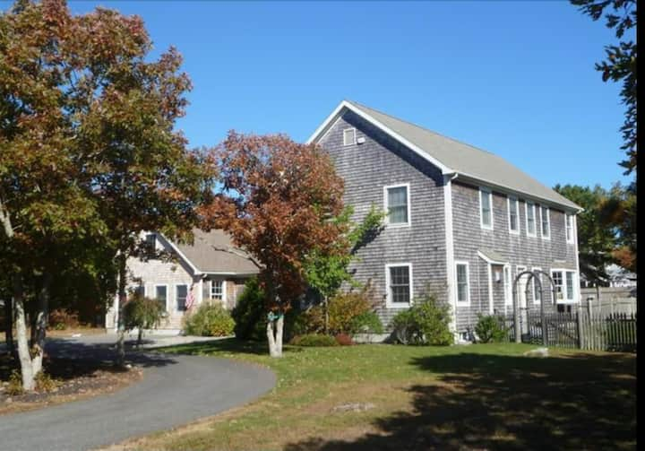 Beautiful Edgartown Colonial with heated pool, car