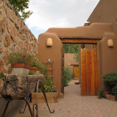 Charming Adobe Casita near Plaza