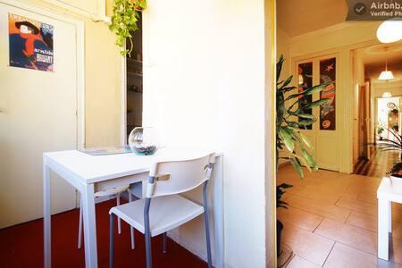 Nice sunny room in Gracia's heart
