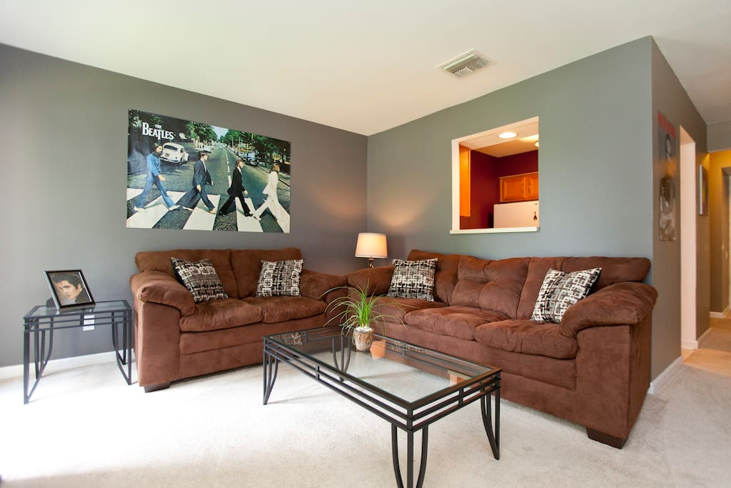 Beautiful Downtown Condo on River