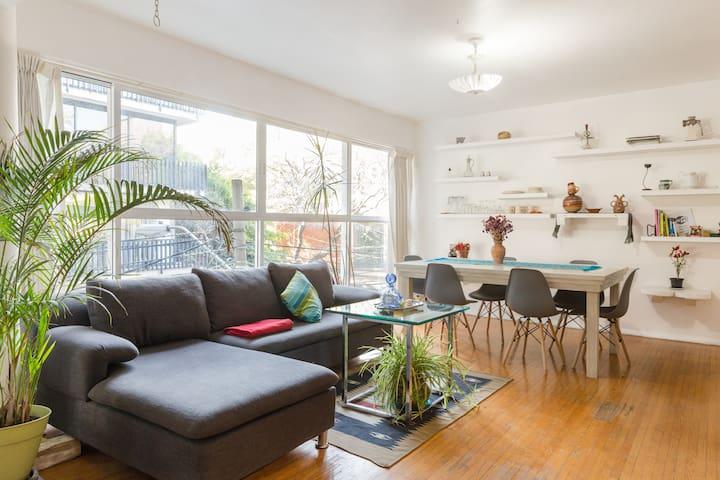 Sunny 2BR Apartment in La Condesa