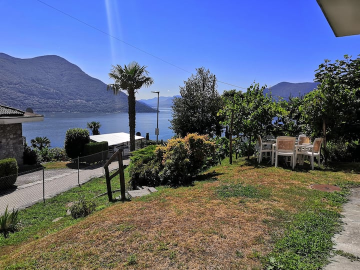 House with garden and lake view Brissago