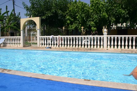 Comfortable house, private garden and pool 50m sea - Alcanar - Hus