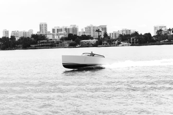 Private Yacht 4/6/8 hr Daytrips- 40 VanDutch
