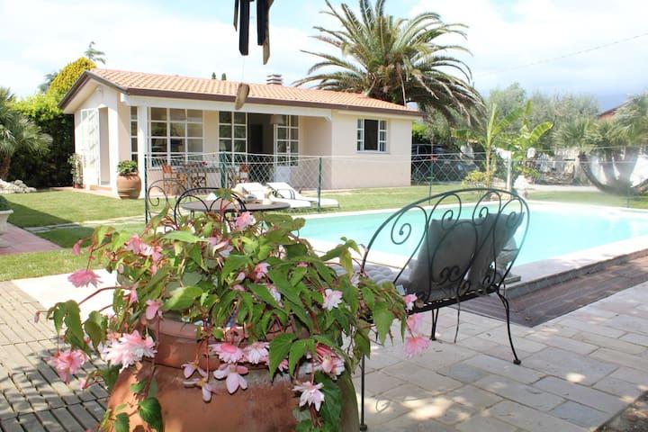 Depandance,piscina,giardino