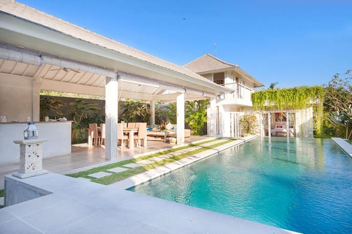 BRAND NEW 4BR VILLA SEMINYAK AREA - North Kuta - Villa