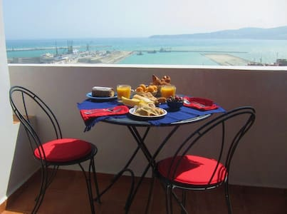OCEAN views! 100m2 LUXURY city CENTER! TERRACE 欢迎! - Tanger - Huoneisto
