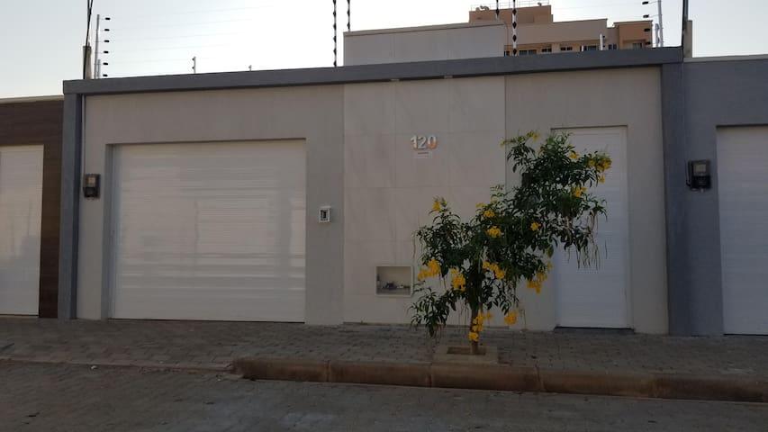 CASA AC WIFI GARAGEM 400m da UNILEÃO 5 pessoas