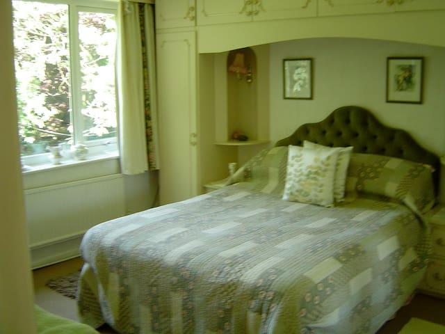 Bed & Breakfast - Room 2 - Stalybridge - Bed & Breakfast