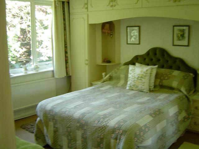 Bed & Breakfast - Room 4 - Stalybridge - Bed & Breakfast