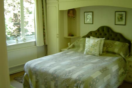 Bed & Breakfast - Room 6 - Stalybridge