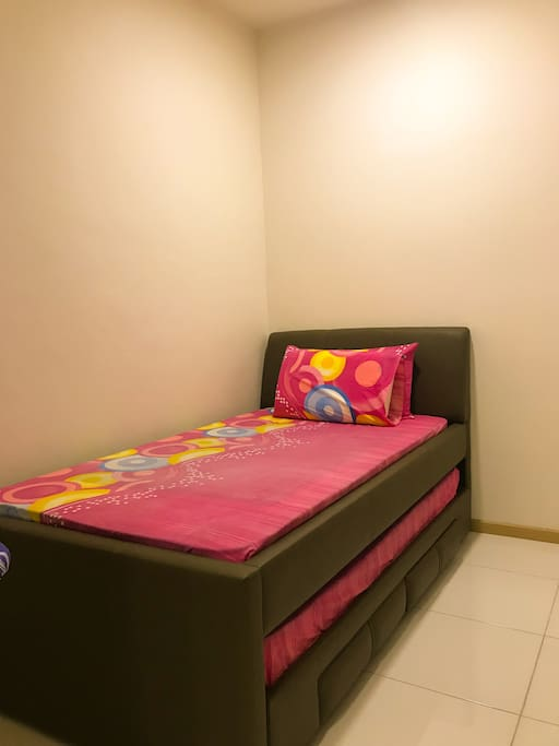 2nd bedroom with 1 aircond